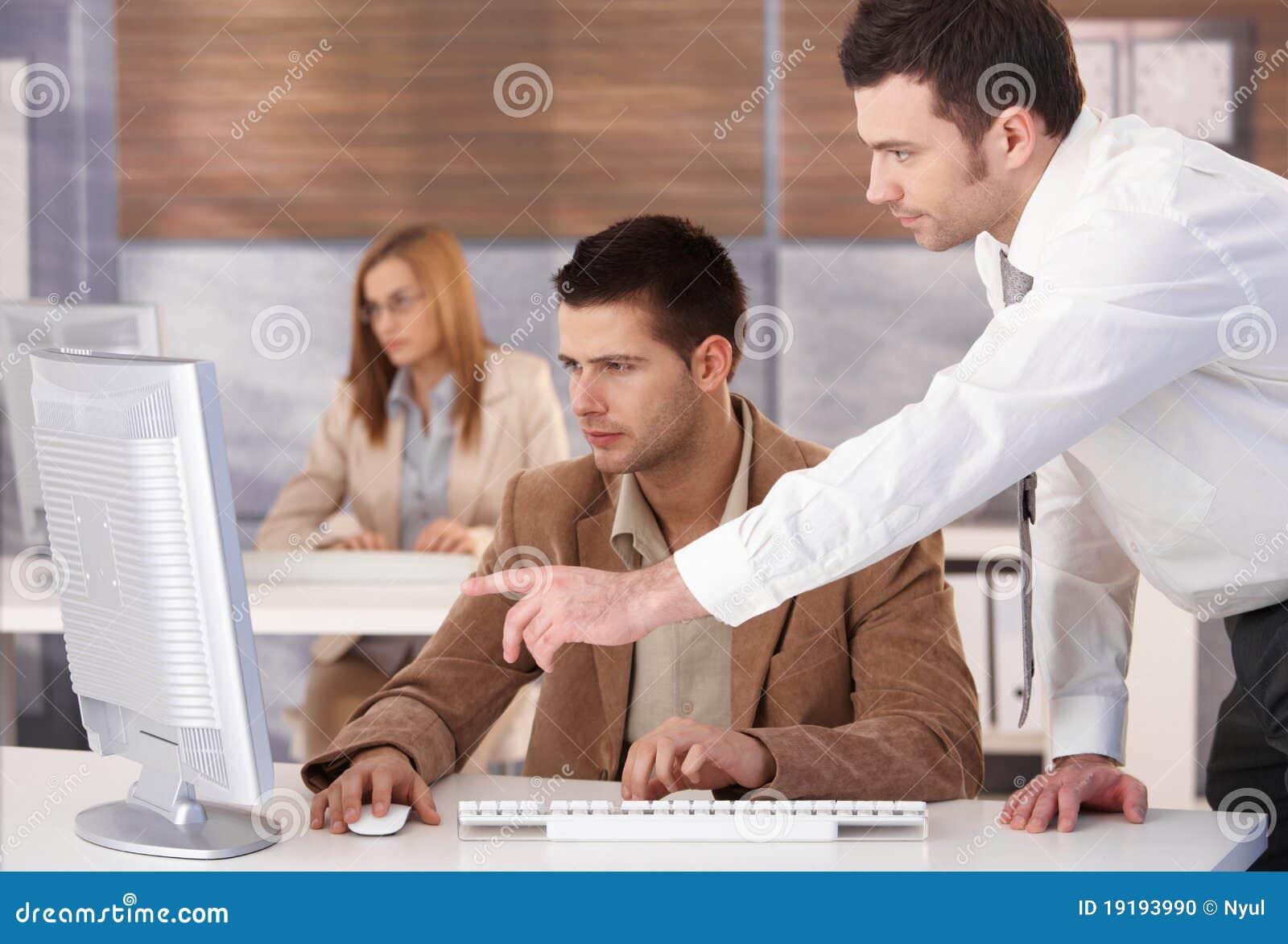 Les jeunes au cours d informatique