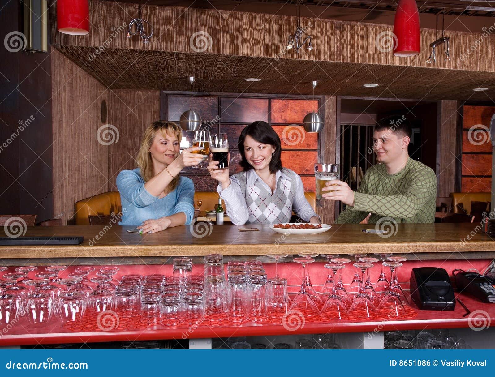 Les jeunes au restaurant