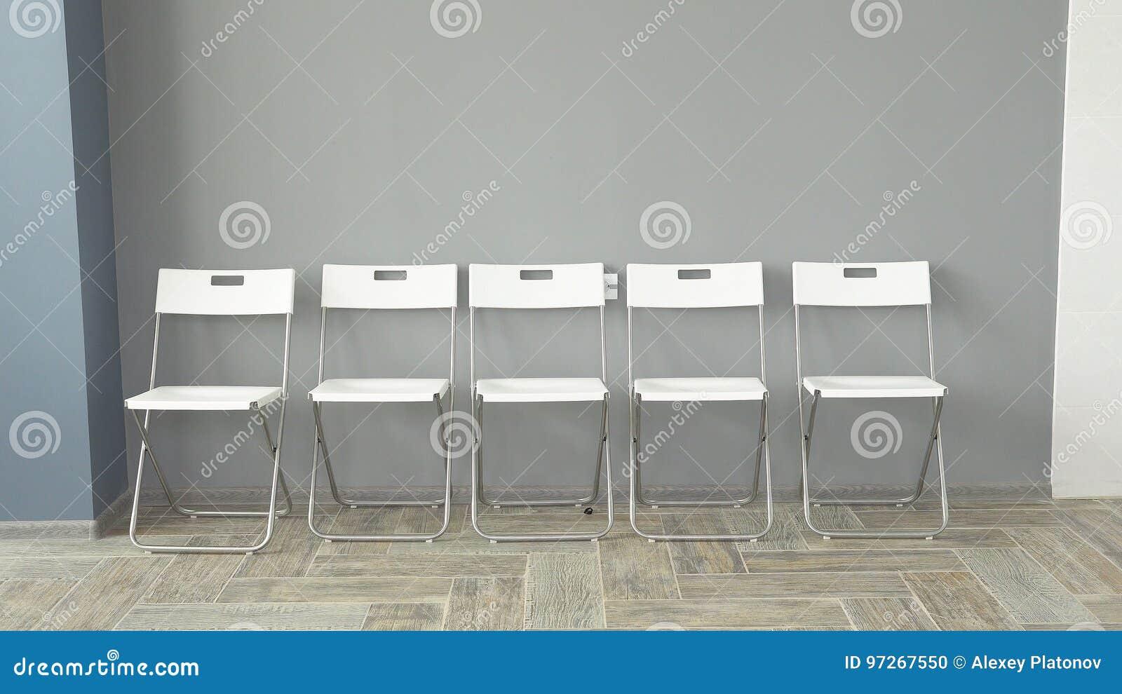 Les jeunes s attendent à des entrevues se reposant sur des chaises