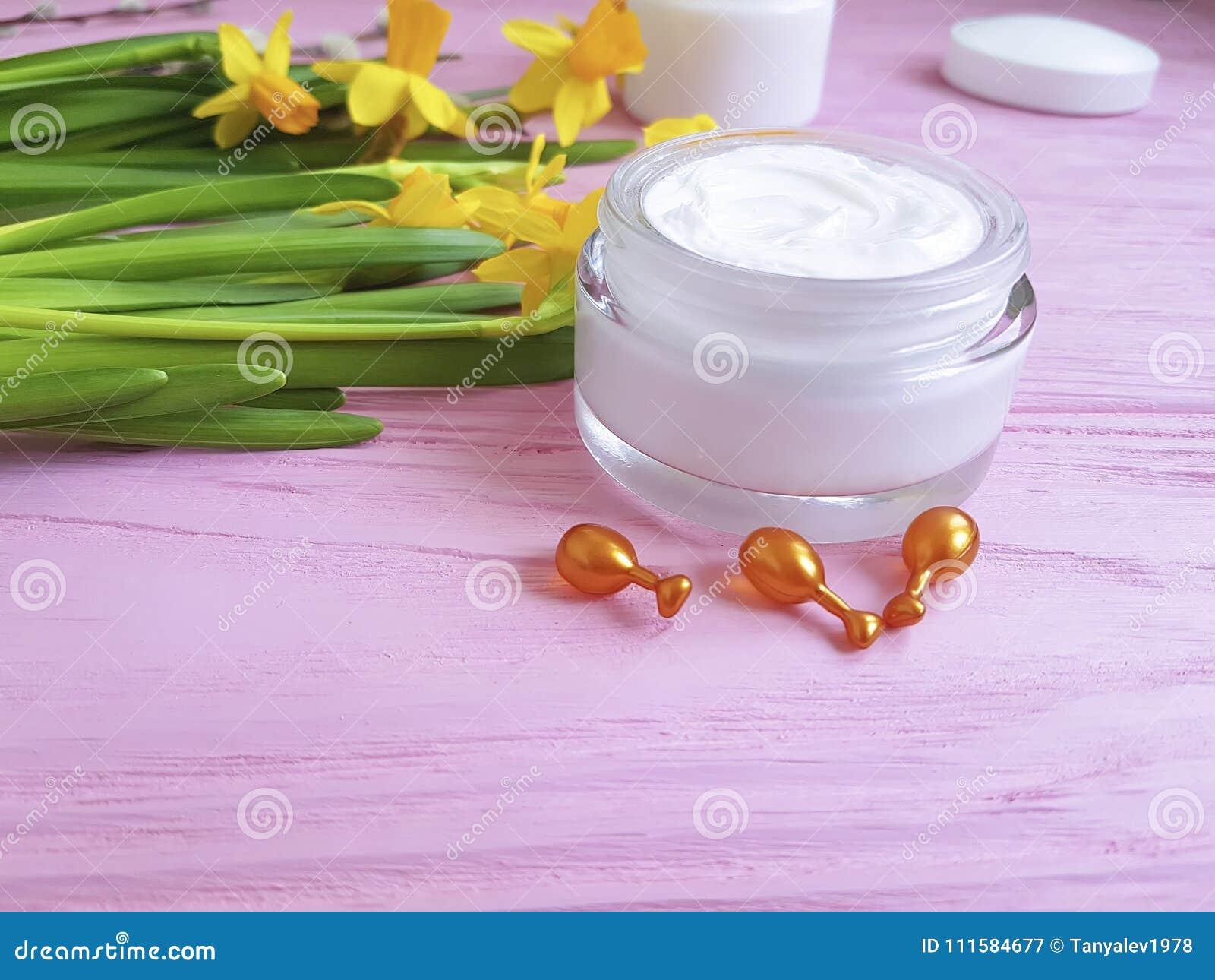 Les jonquilles écrèment les capsules faciales de masque de protection des parties supérieures de produit cosmétique de récipient
