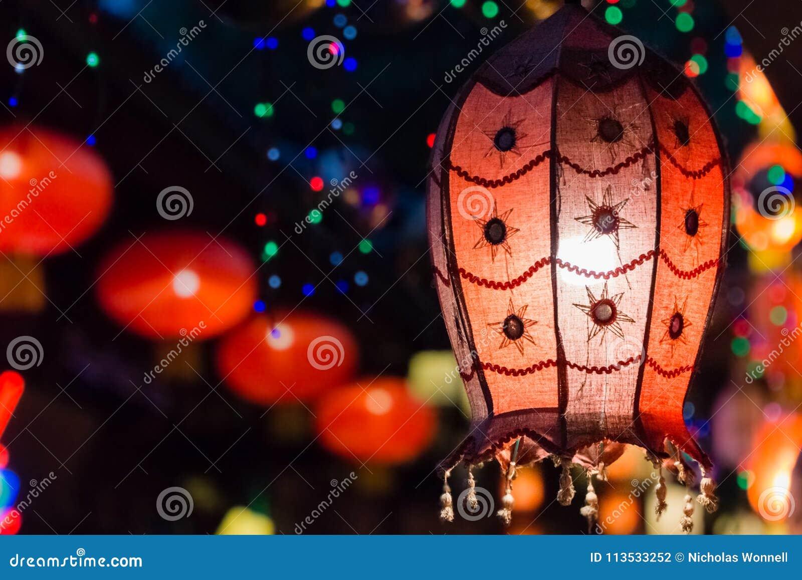 Les lanternes rouges accrochent à la rue antique du ` s JinLi de Chengdu