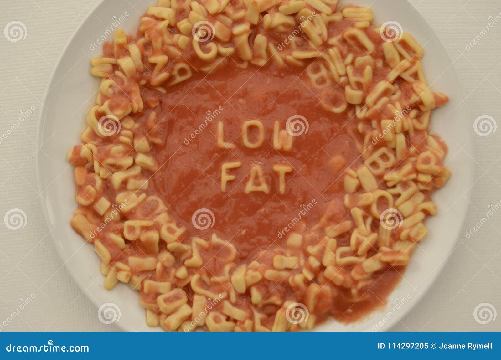 Les lettres de spaghetti du plat orthographient à faible teneur en matière grasse
