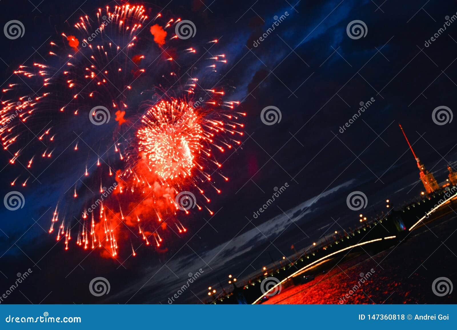 Les lumières de fête ornent la ville