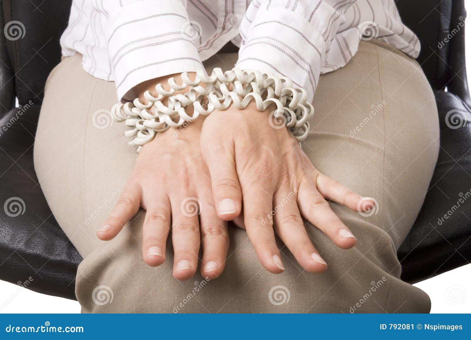 Les mains de la femme d affaires attachées
