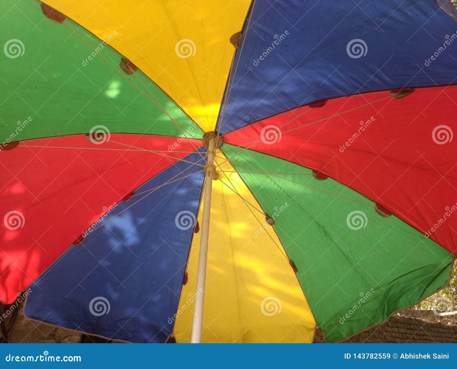 Les menottes font du jardinage parapluie avec le support pour la protection extérieure de Sun