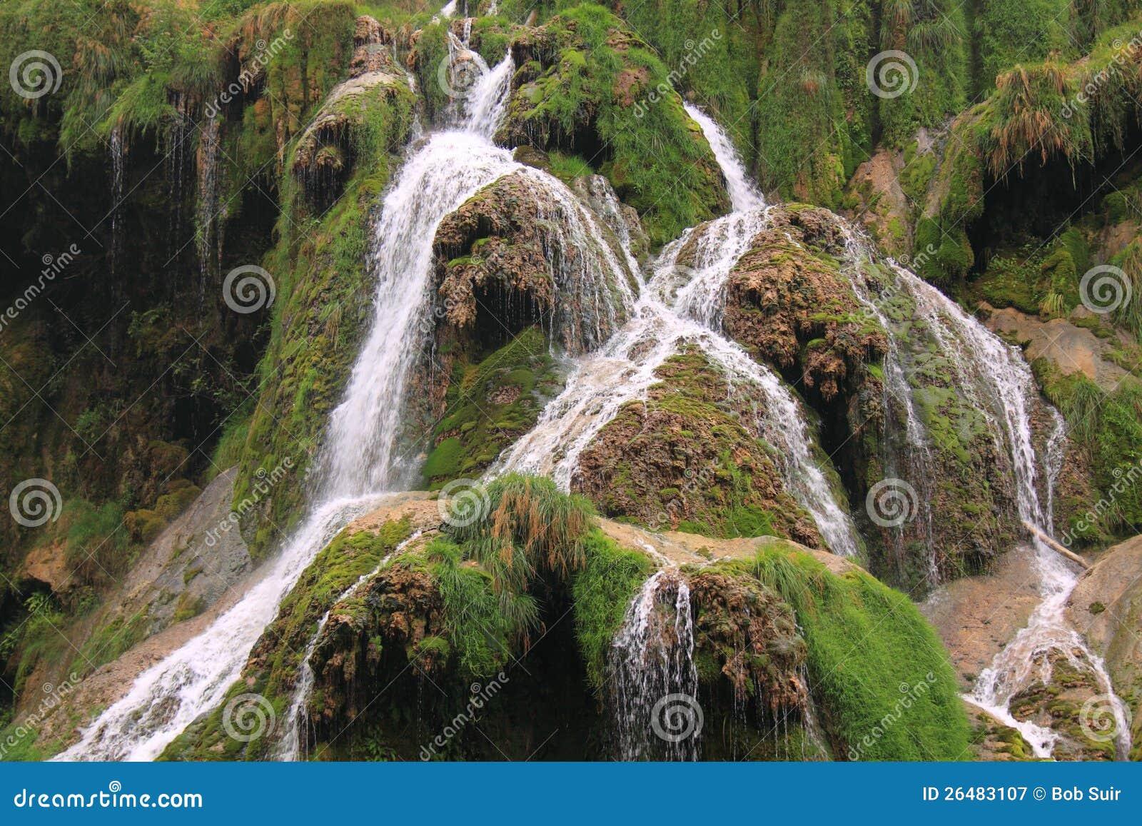 Les Messieurs de los beaumes de la cascada