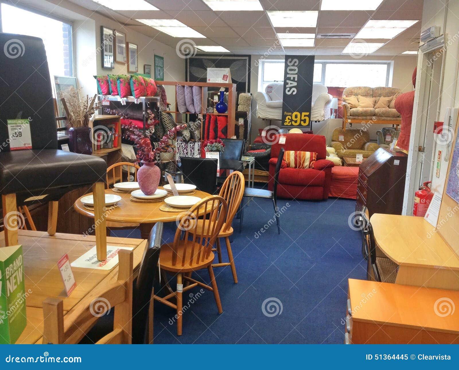 les meubles l 39 int rieur d 39 occasion ont employ la boutique de charit image ditorial image. Black Bedroom Furniture Sets. Home Design Ideas