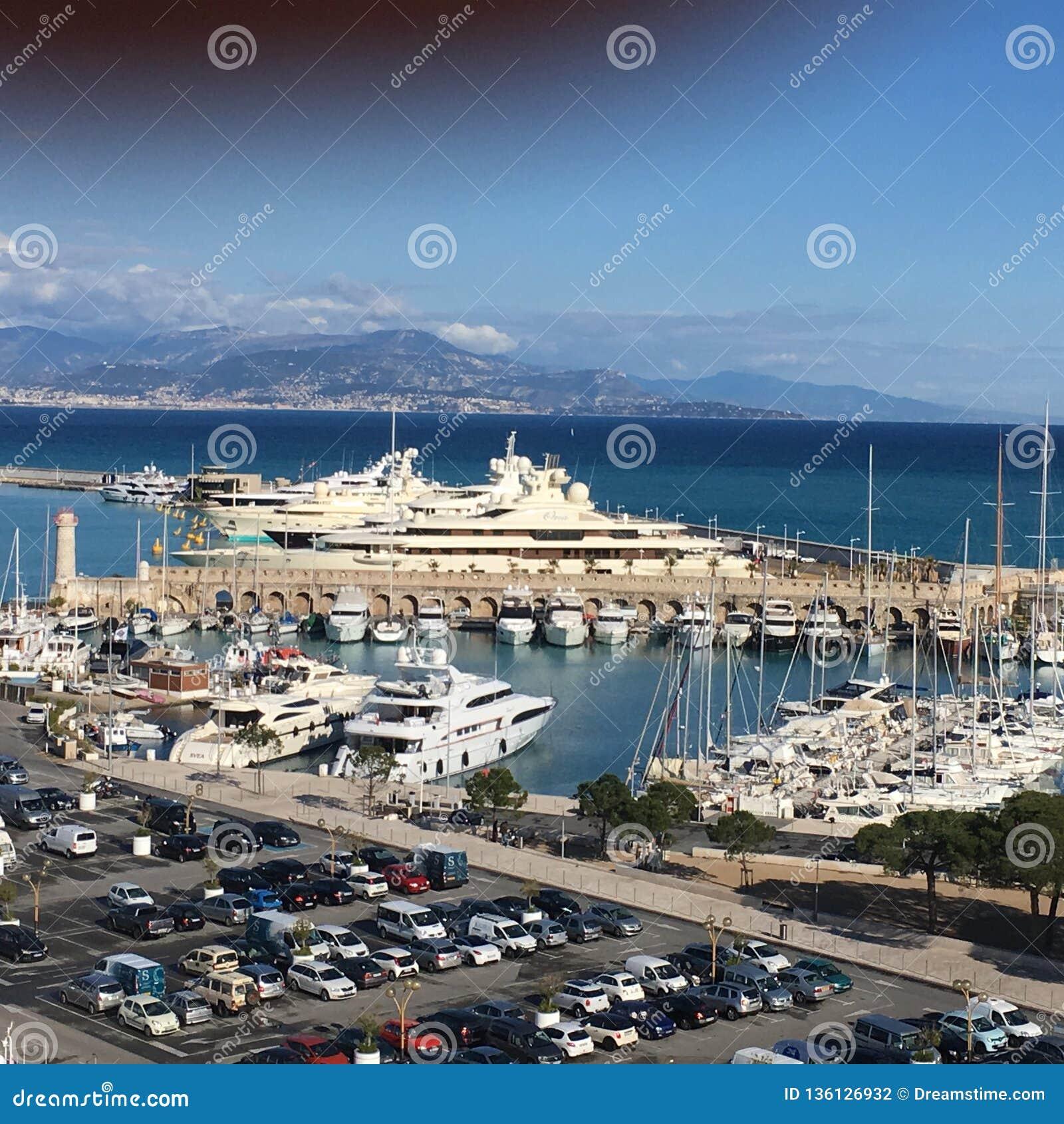 Les millionnaires rament, Antibes, France