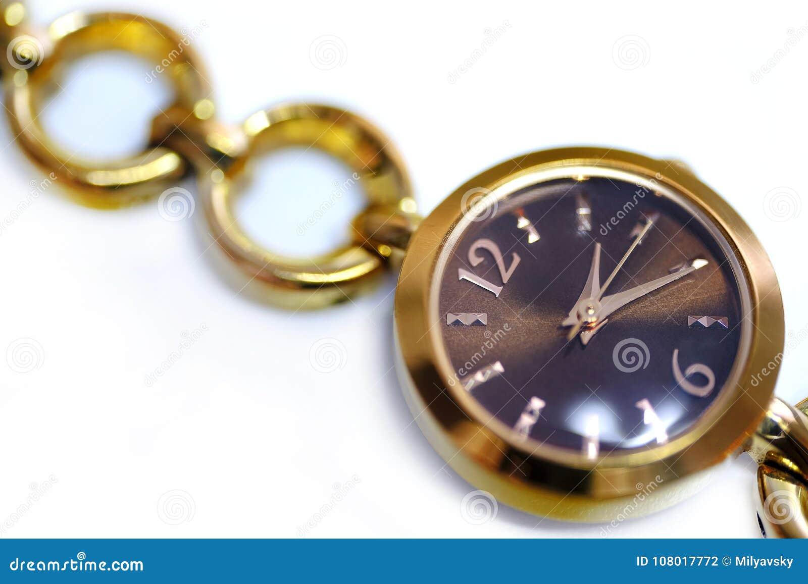 Les montres de femelle, se ferment vers le haut de la vue