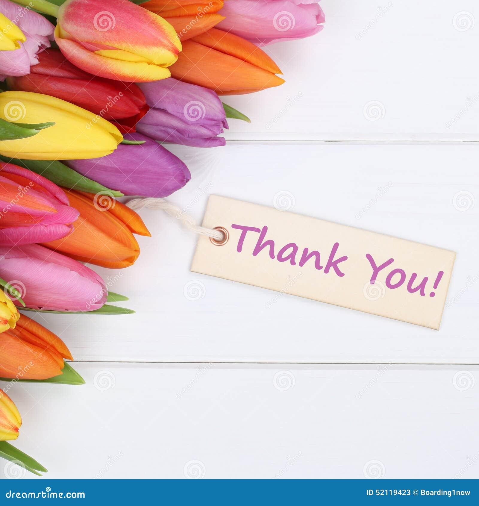 Les mots vous remercient avec des fleurs de tulipes