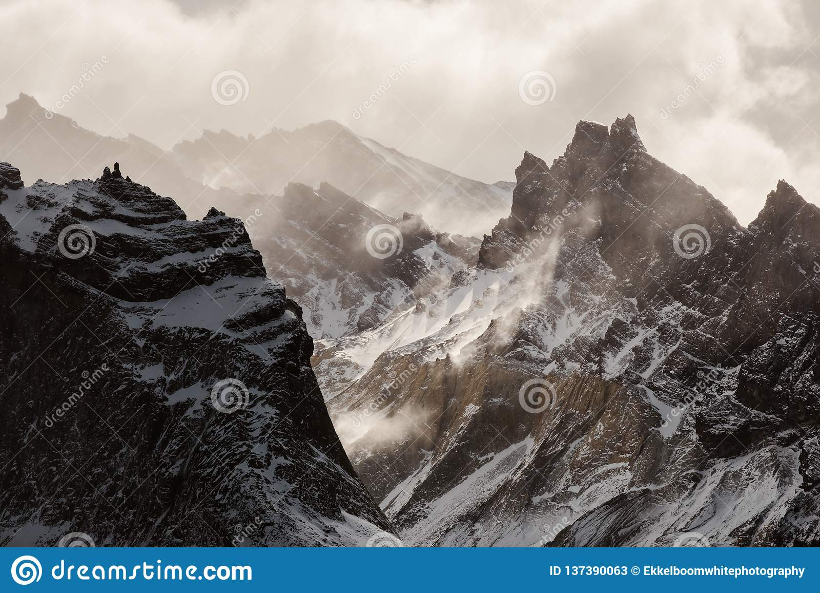 Les moutains de Cuernos en Torres Del Paine dans le Patagonia