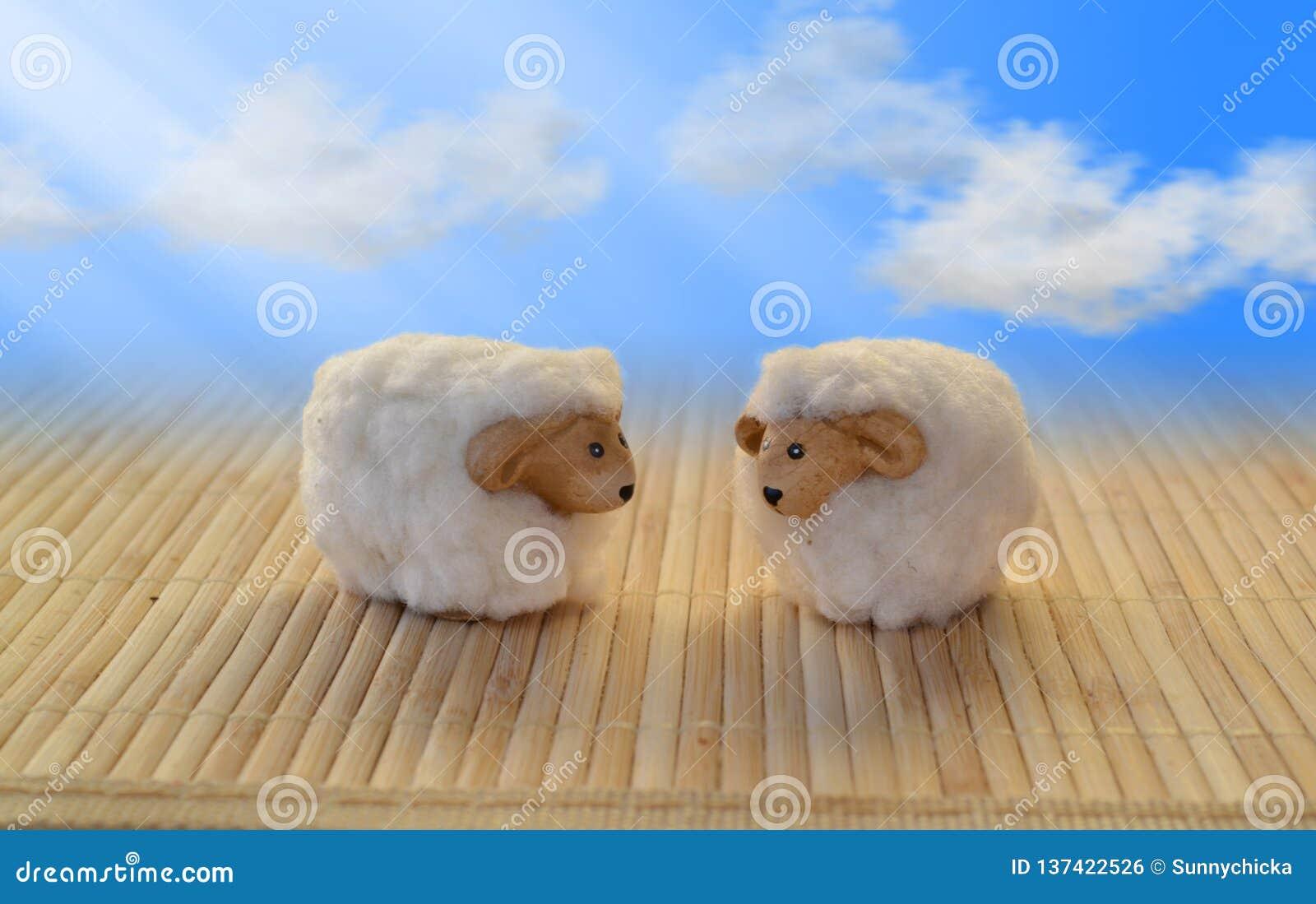 Les moutons fauchent l amour de salutation de bonbon swirly de mascotte de nuage drôle de ciel