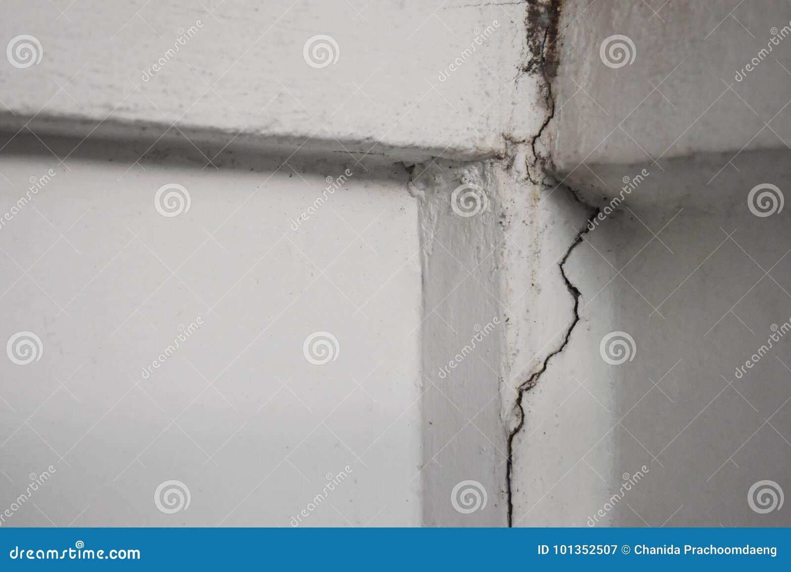 Les Murs étaient Des Fissures De Laffaissement Peuvent Signifier Le