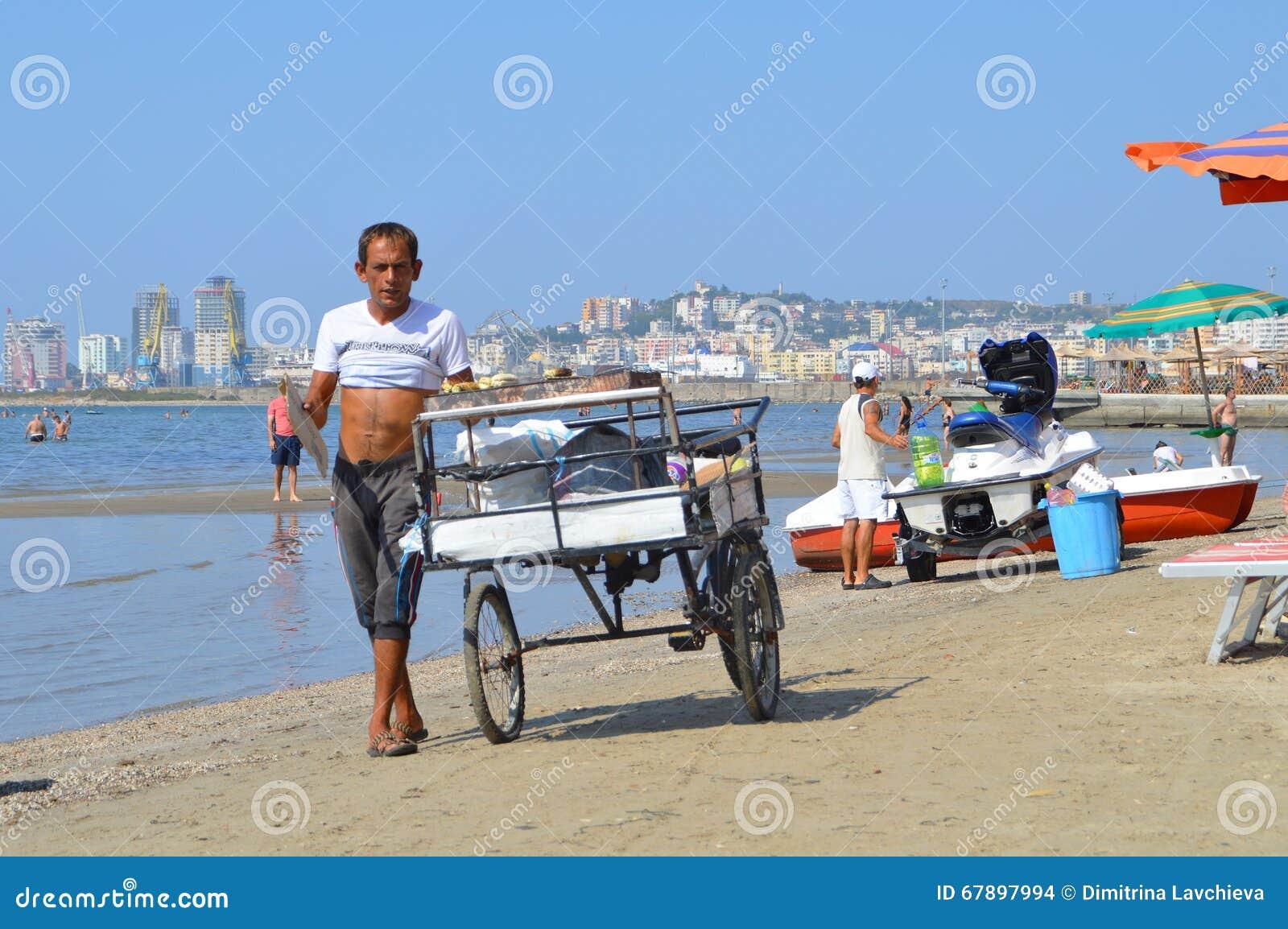 Les négociants sur la plage de Durres