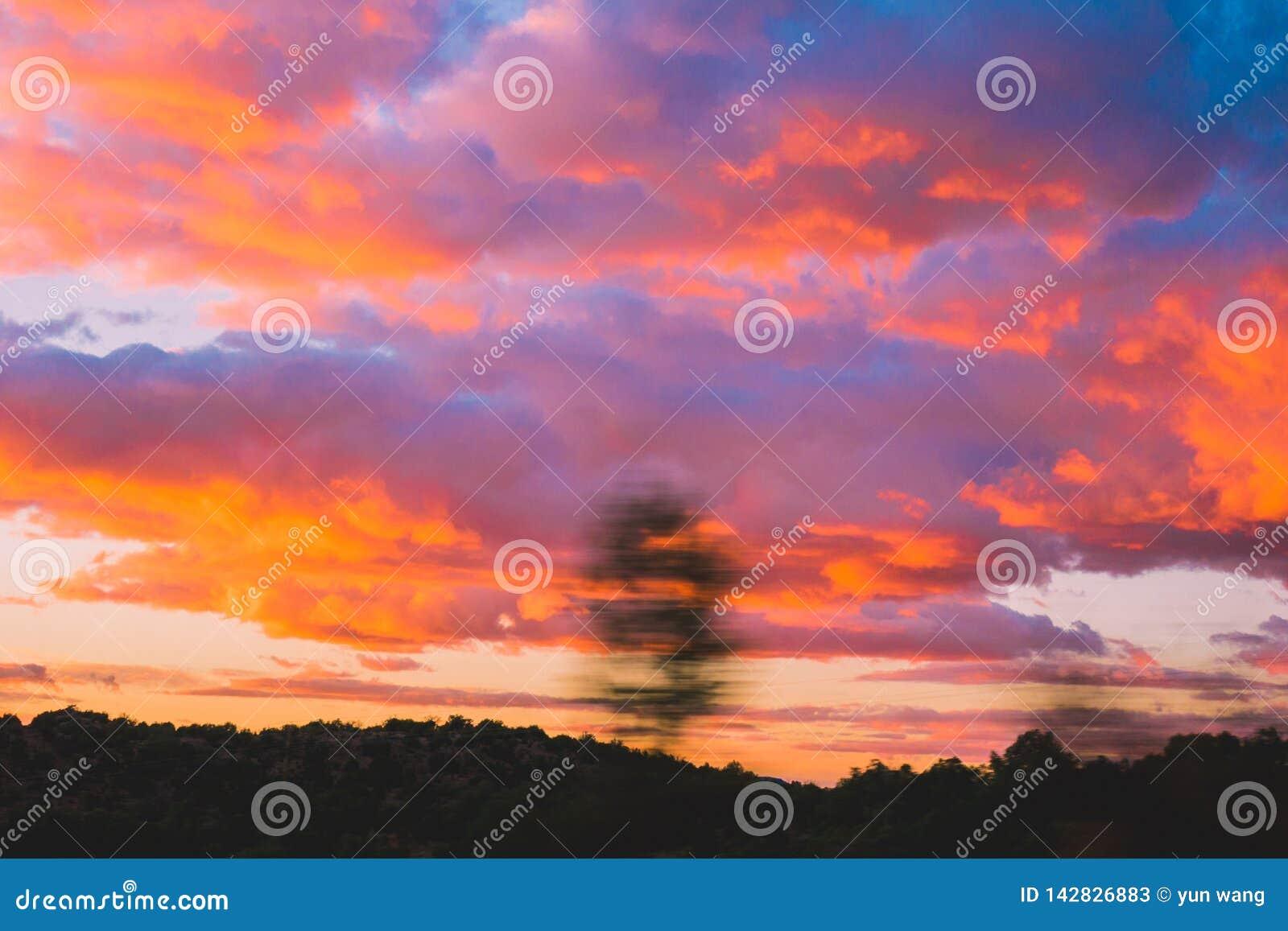 Les nuages de rouge