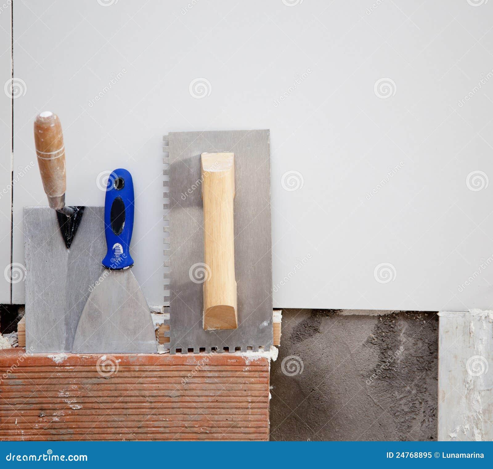 Les outils de construction ont entaillé la spatule d american national standard de truelle