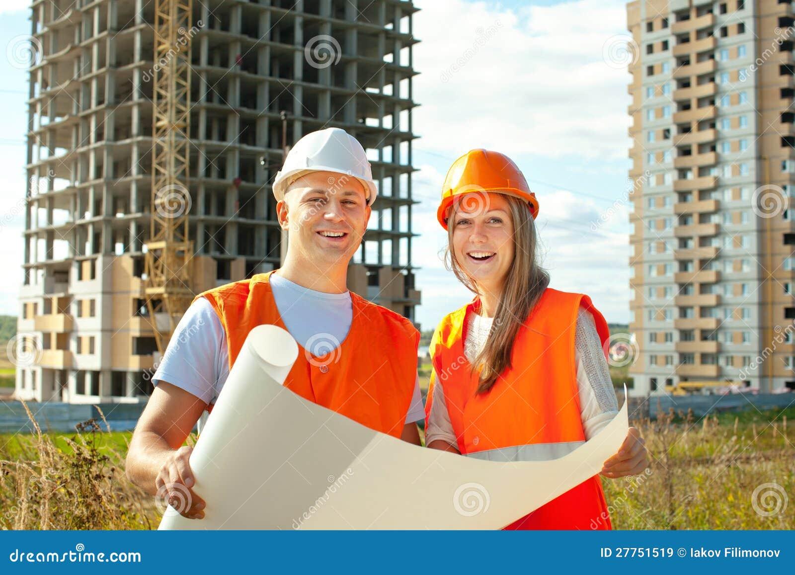 Les ouvriers travaille au chantier