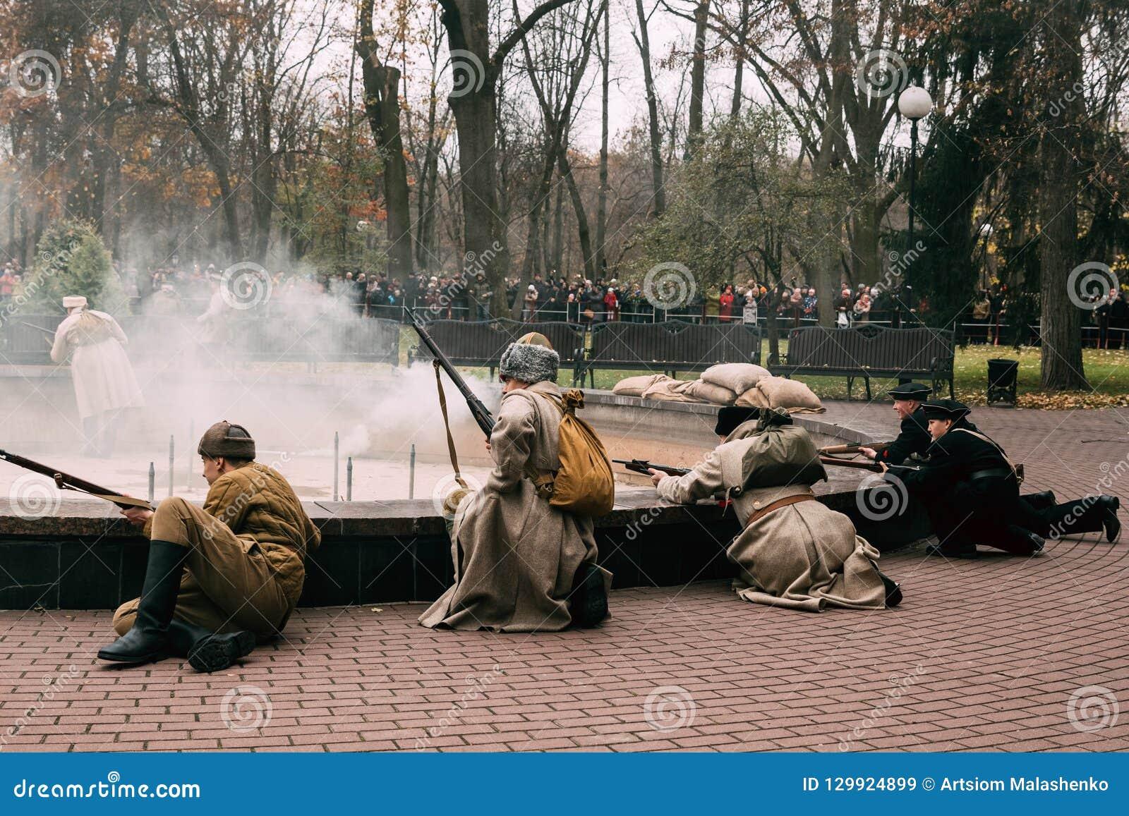 Les révolutionnaires commencent une attaque contre les gardes blanches Belaru