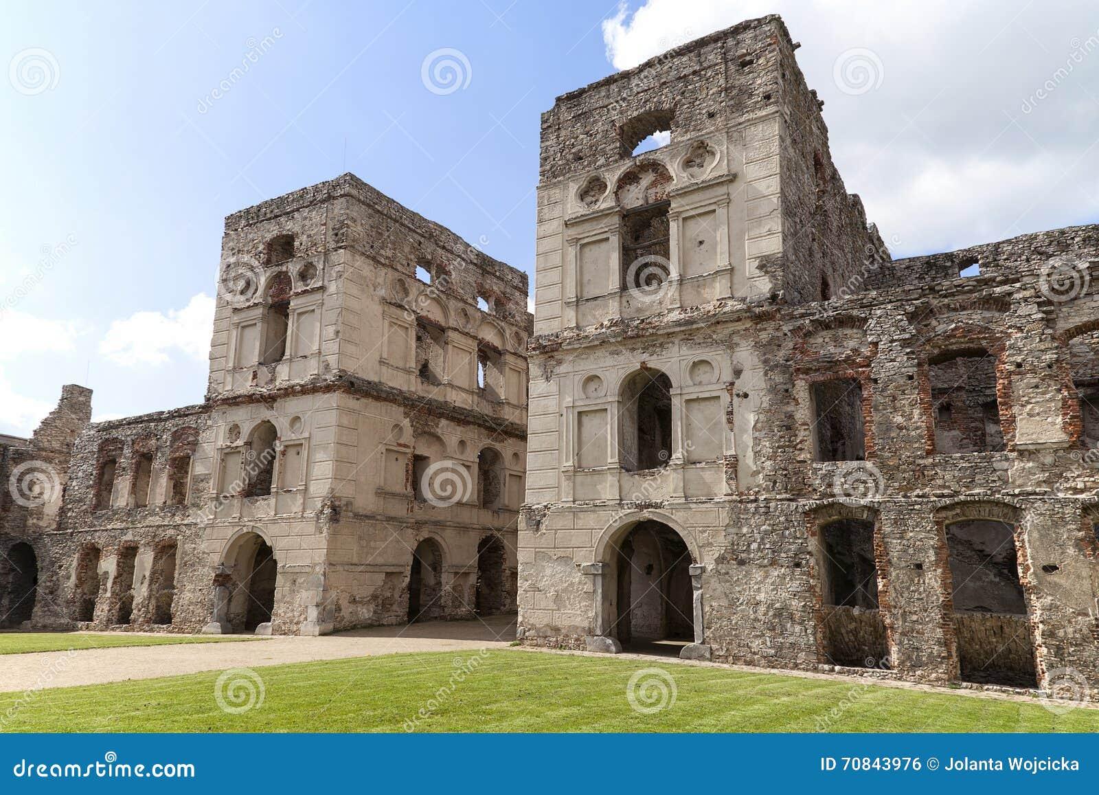 Les ruines d 39 un ch teau g ant du 17 me si cle krzyztopor for Architecture 17eme siecle