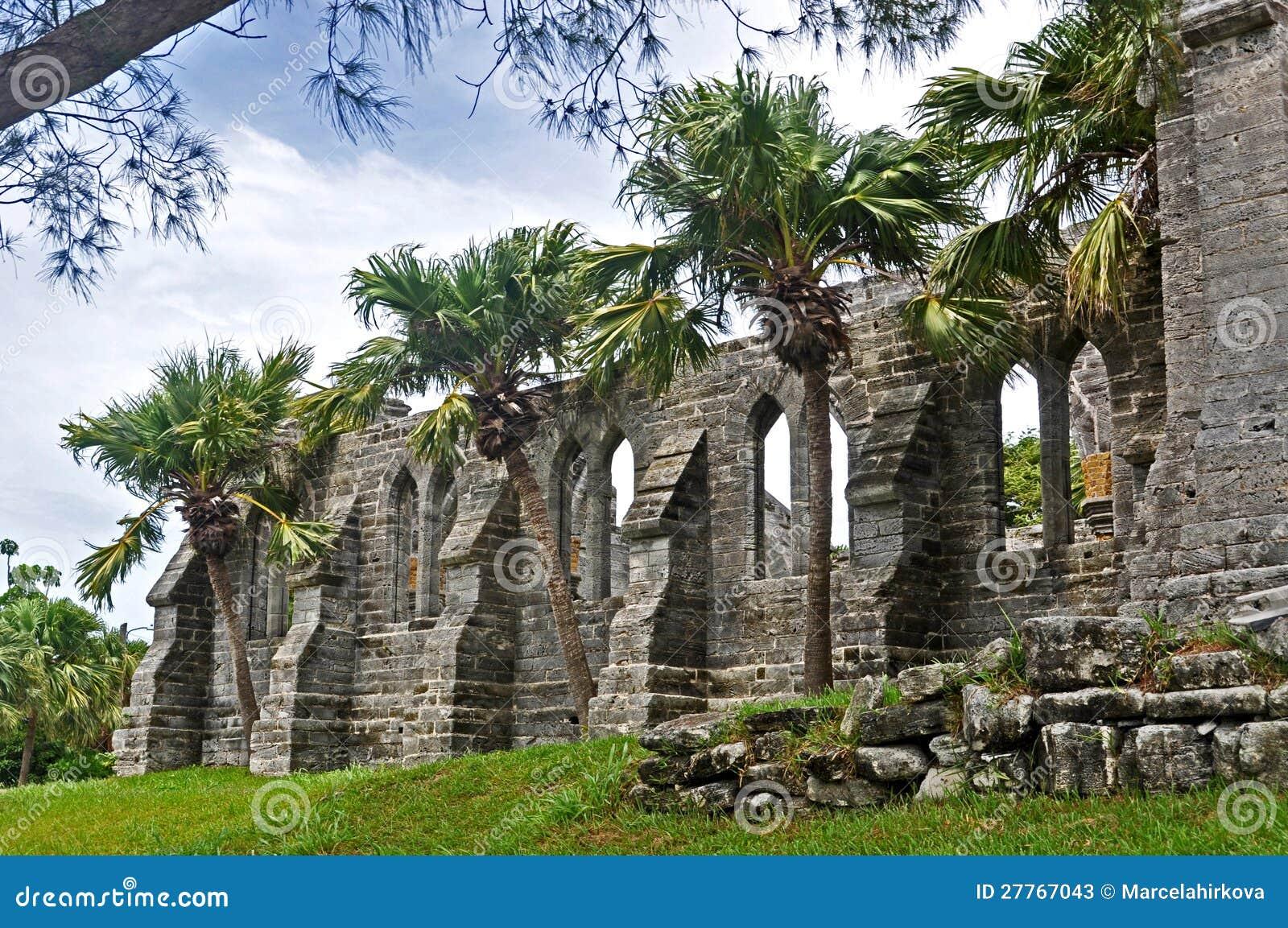 Les ruines de l église