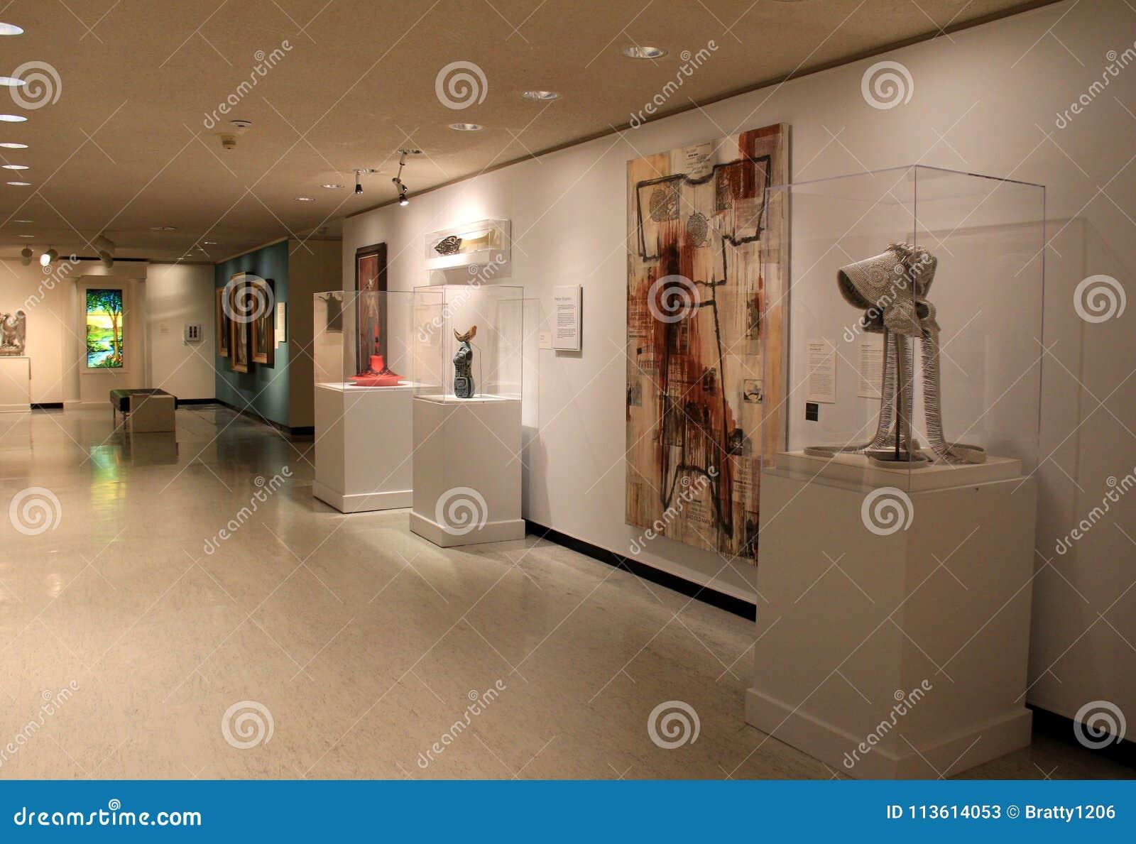 Les salles et les couloirs ont rempli d art et de sculpture, Art Gallery commémoratif, Rochester, New York, 2017