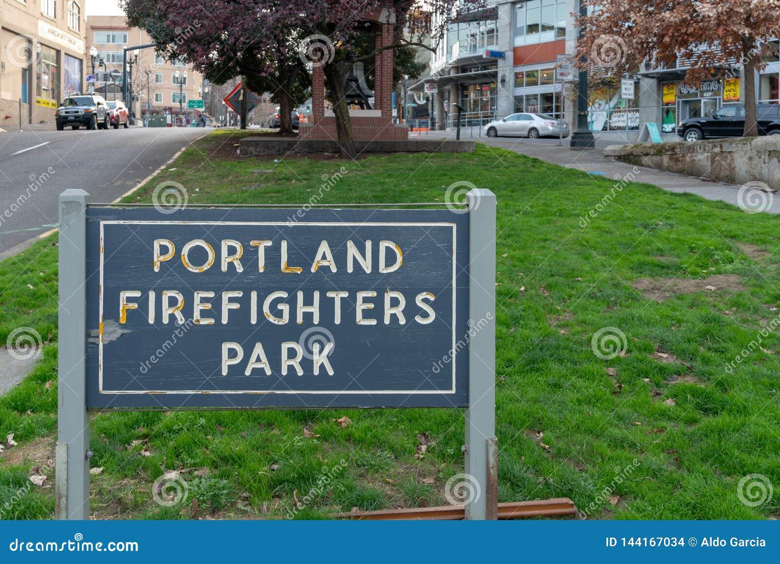 Les sapeurs-pompiers de Portland se garent