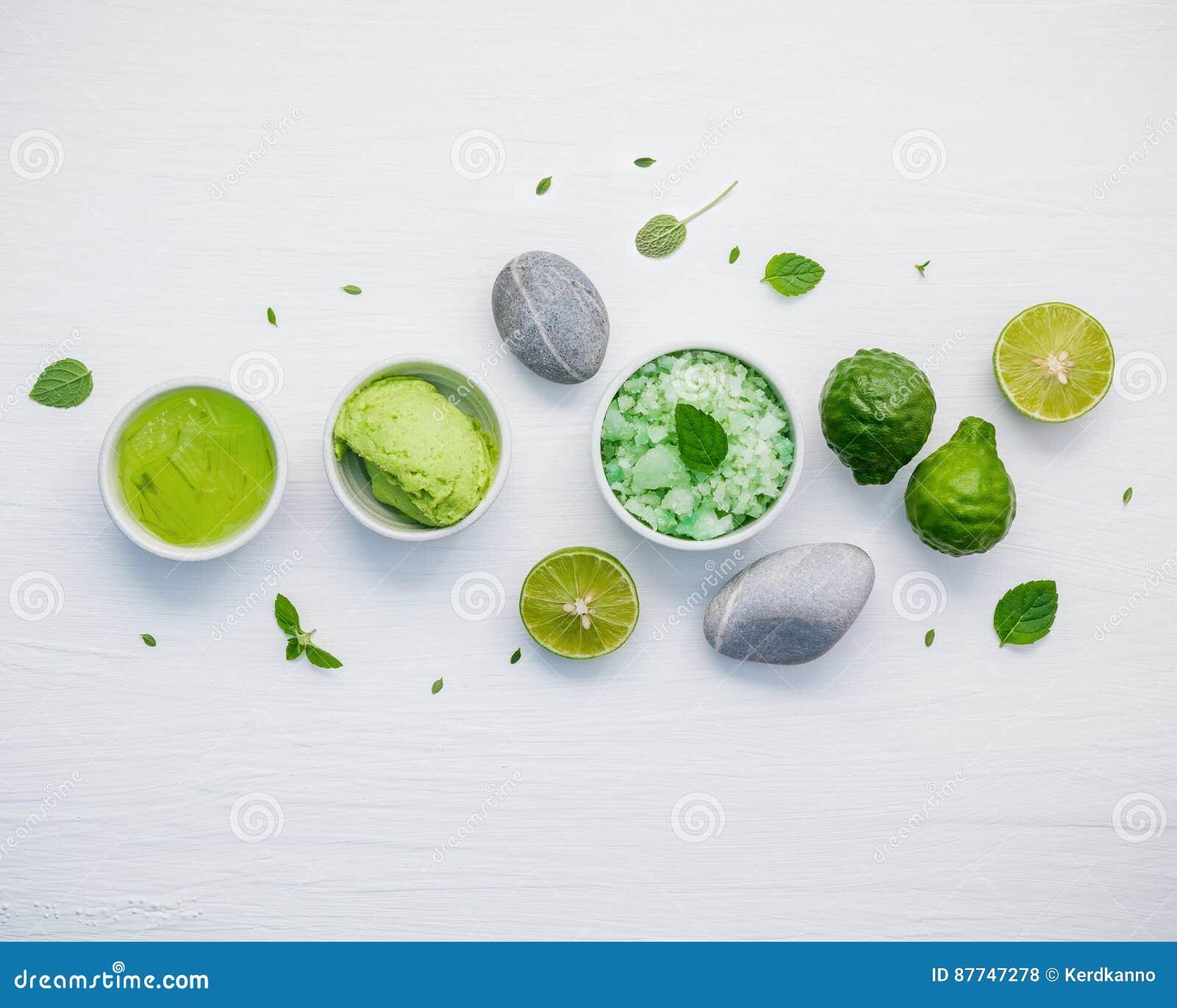 Les soins de la peau et le corps faits maison frottent avec l ingrédient naturel vert