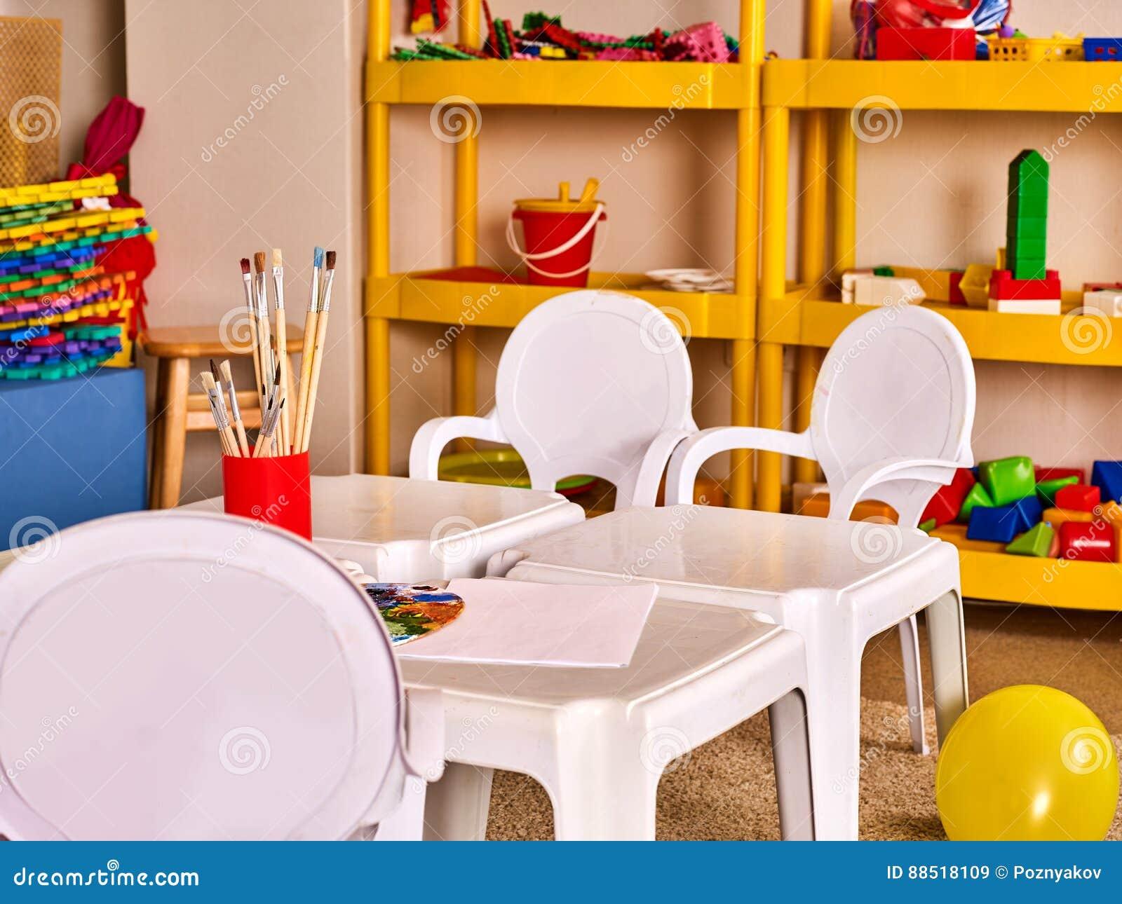 les tables et les chaises de jardin d 39 enfants dans la d coration int rieure rayonne pour des. Black Bedroom Furniture Sets. Home Design Ideas