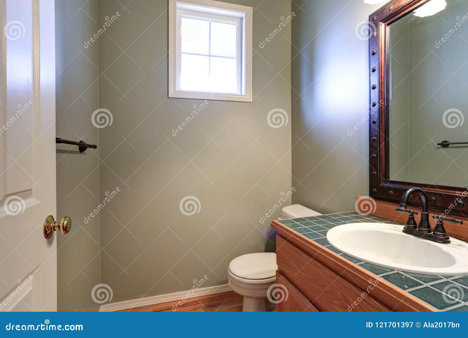 Les Toilettes Pour Dames Grises Offrent Le Coffret De Vanite