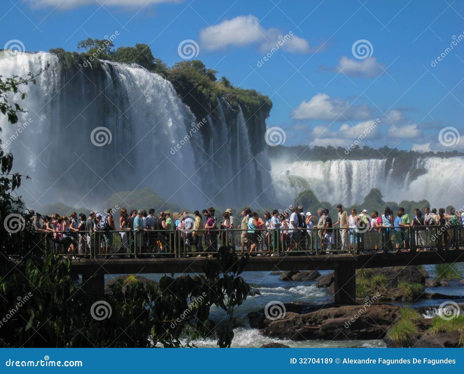 Les touristes à Foz font le parc d Iguassu