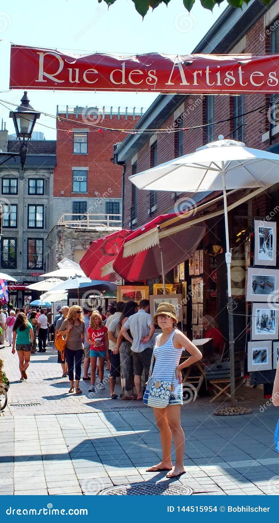 Les touristes apprécient le secteur d artistes de DES de rue à Montréal