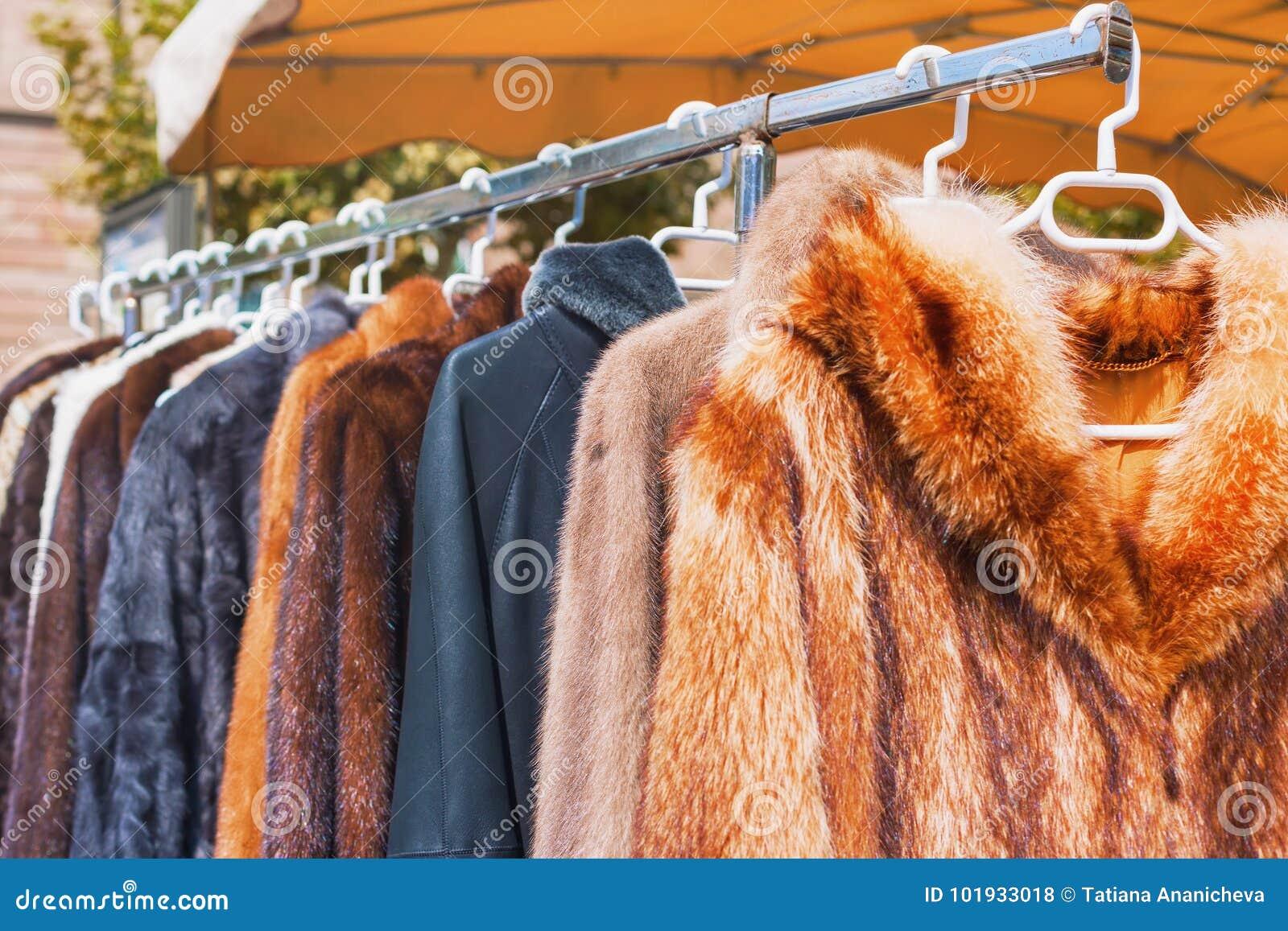 Pour Accrocher Les Vetements les vêtements à vendre pour l'hiver assaisonnent accrocher