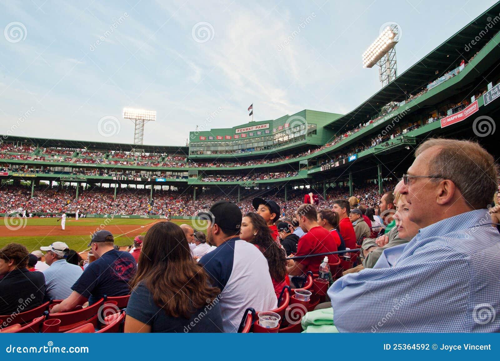 Les ventilateurs observent un jeu de Red Sox