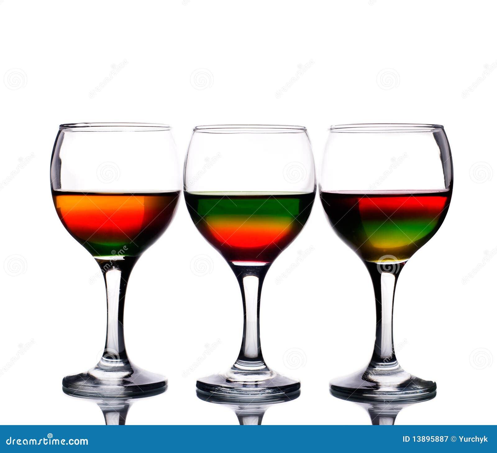 les verres vin ont rempli de cocktail multicolore photographie stock libre de droits image. Black Bedroom Furniture Sets. Home Design Ideas
