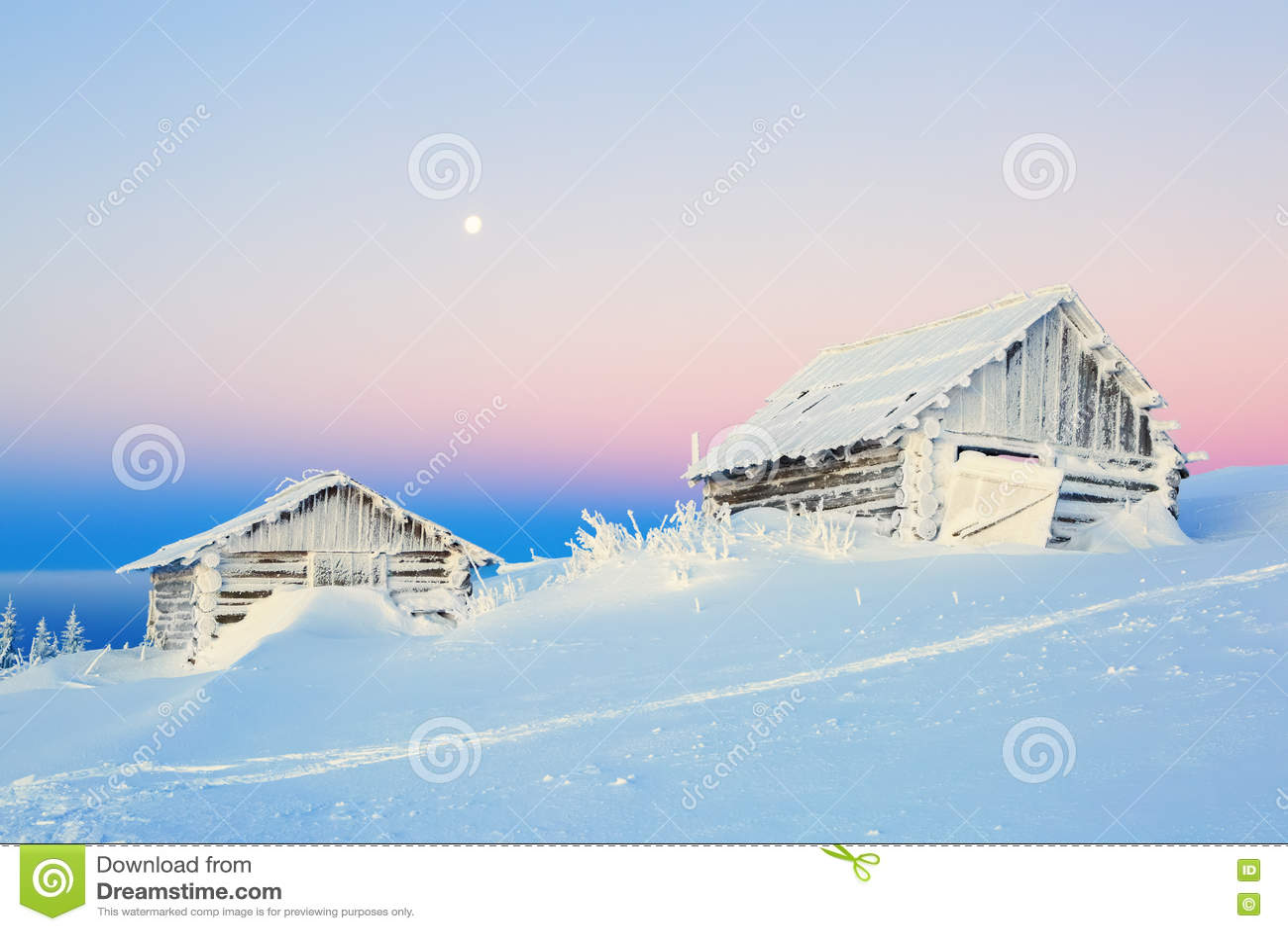 Les vieilles maisons pour le repos pour le matin froid d hiver