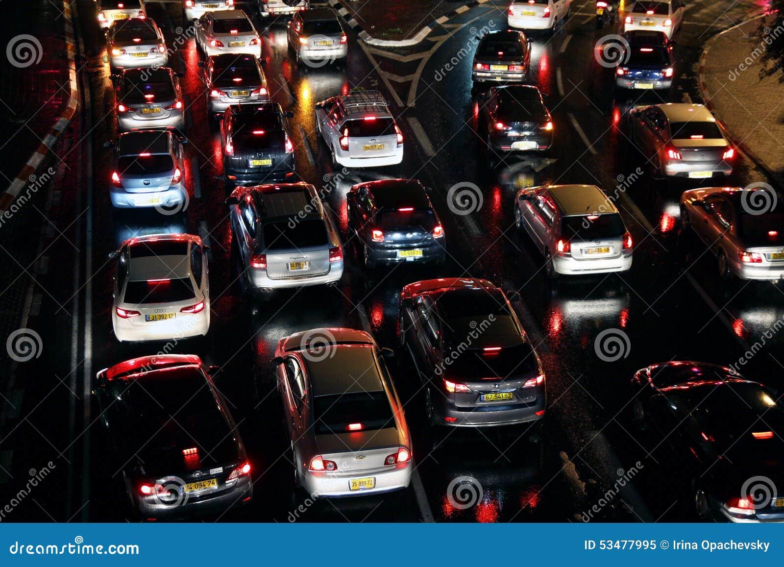 Les voitures sont dans un embouteillage