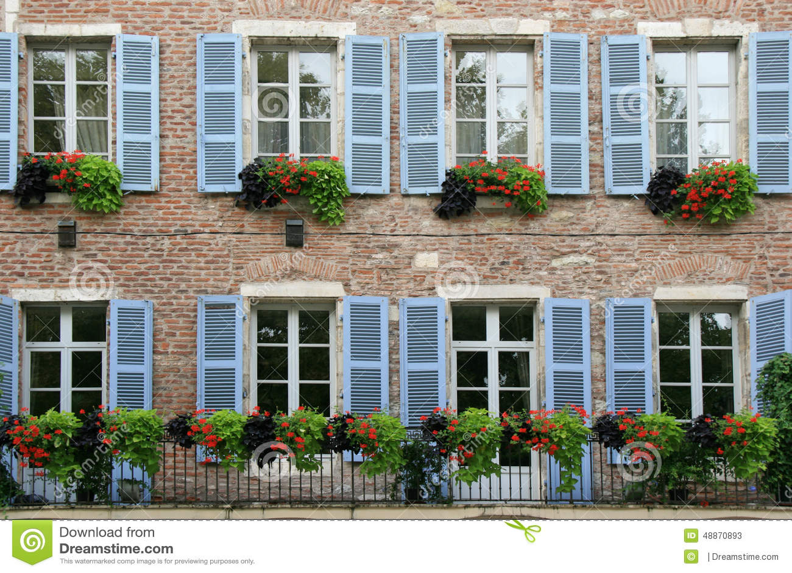 Small Country Cottage Plans Les Volets D Une Vieille Maison En Pierre Situ 233 E 224 Cahors