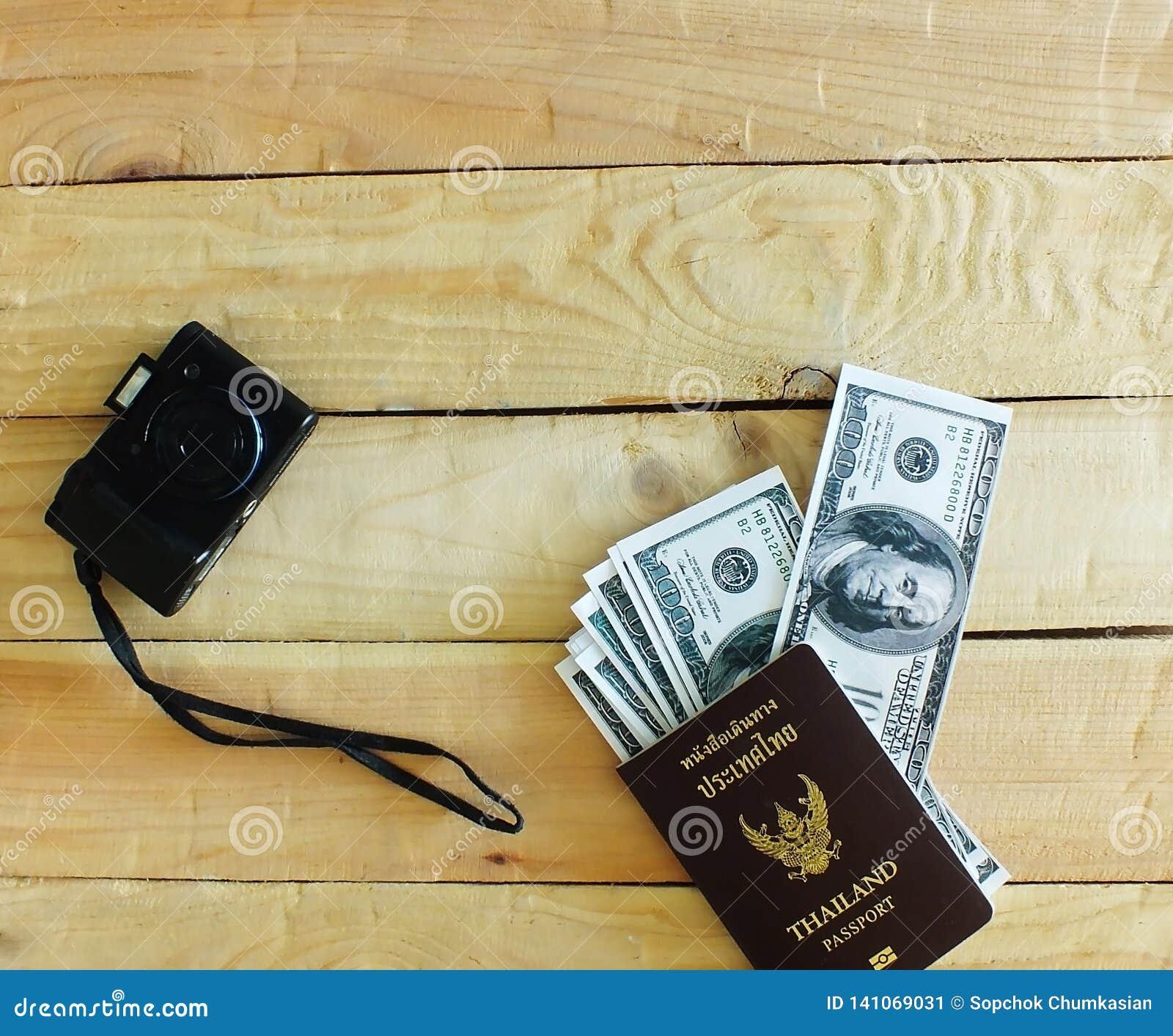 Les voyageurs préparent avant de voyager à l étranger