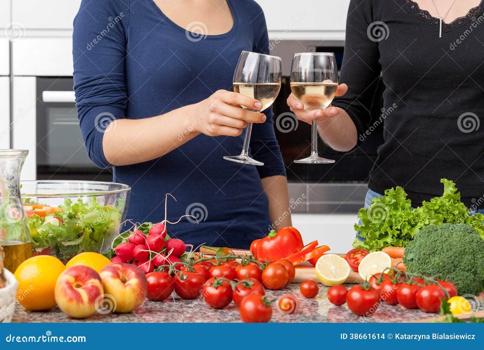 Lesbienne dans la cuisine images stock image 38661614 - Lesbienne dans la cuisine ...