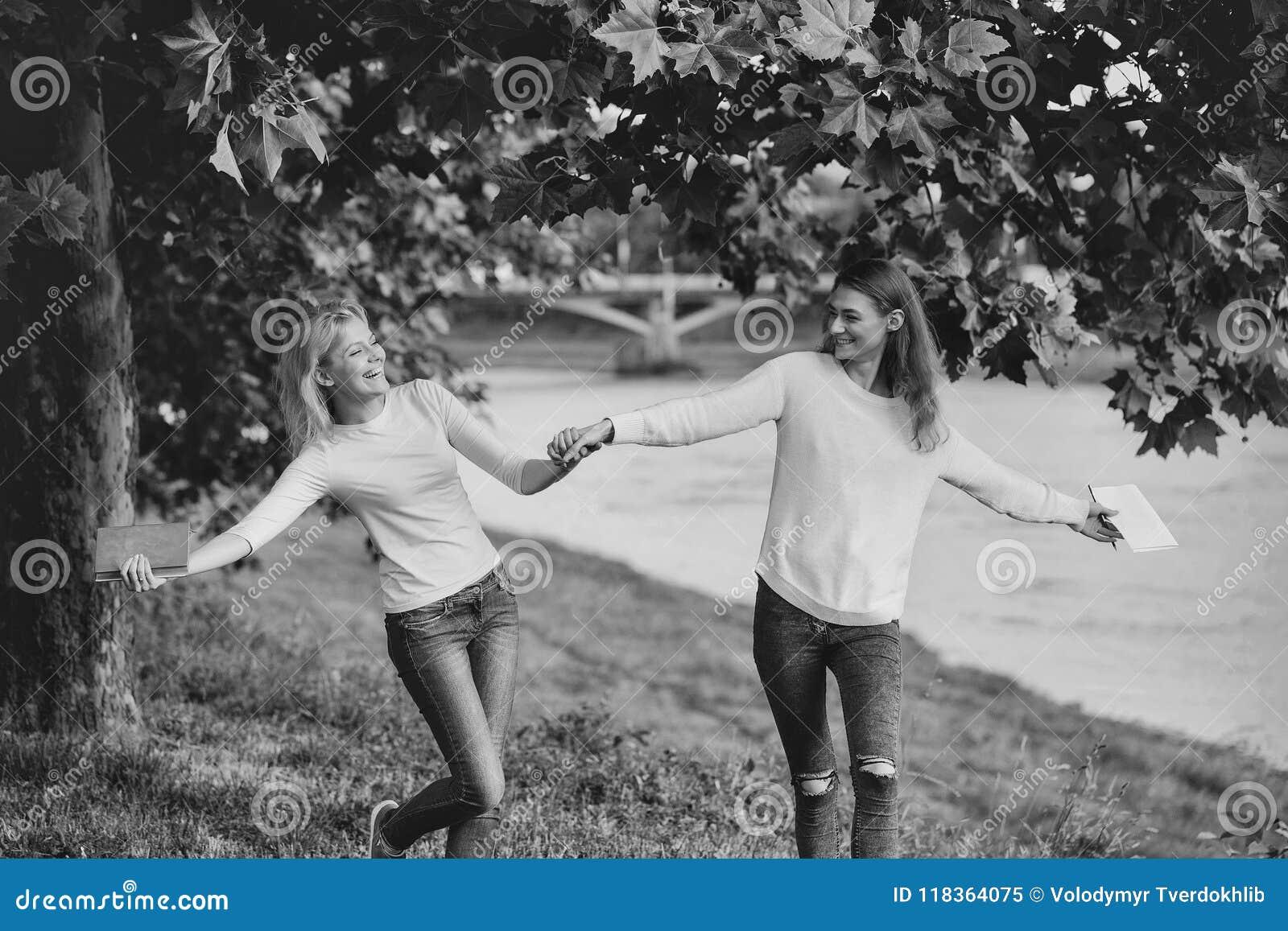 Lesbiennes sГ©duire les amis