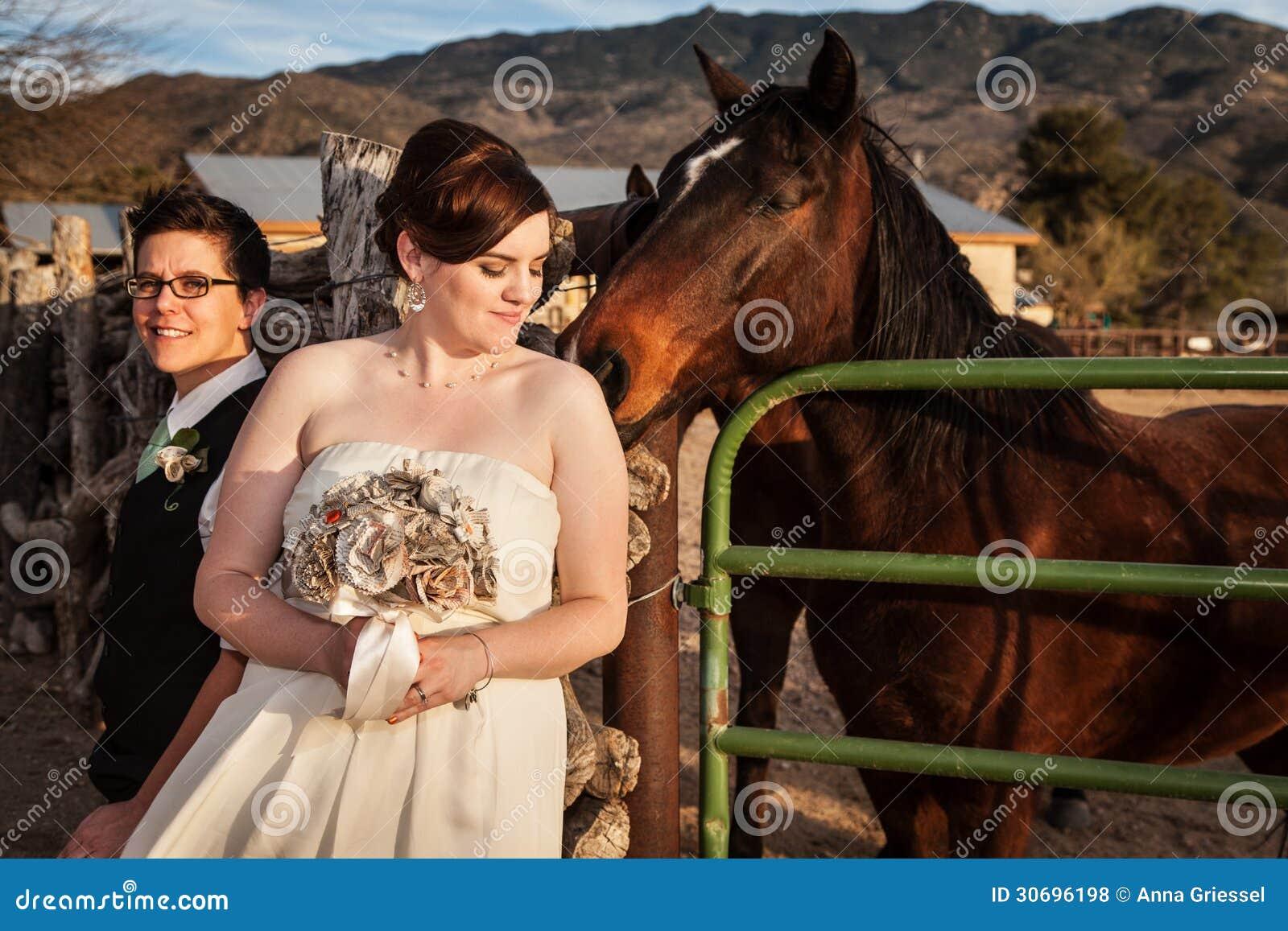 Lesbische Bruid met Partner en Paard