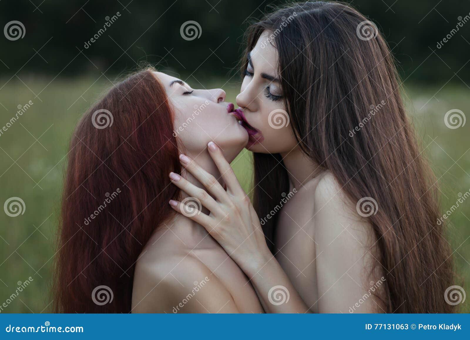 gratis lesbisk kyssar