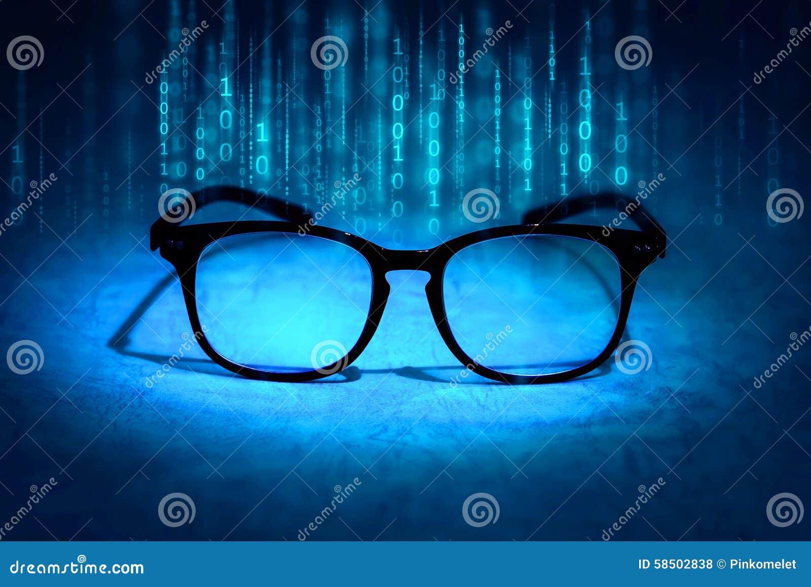 Lesebrillen absorbieren binäre Daten, Konzept des zukünftigen knowl