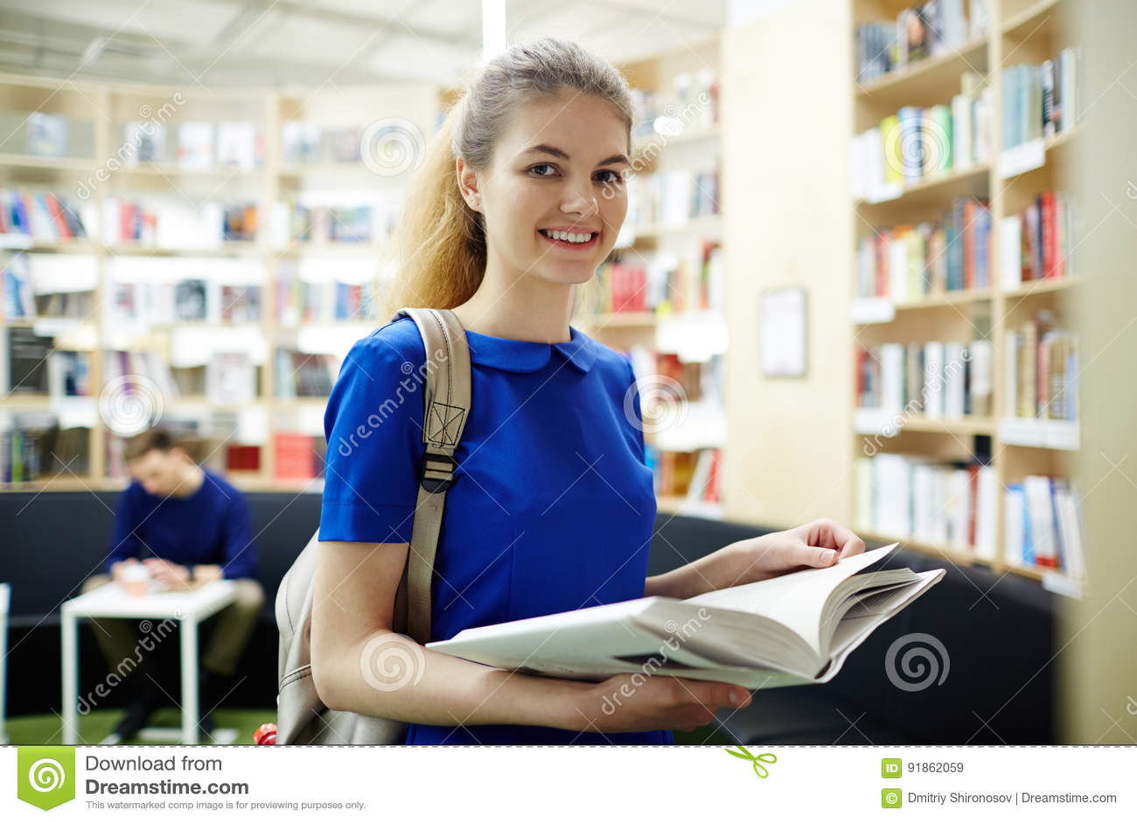 Leser in der Bibliothek