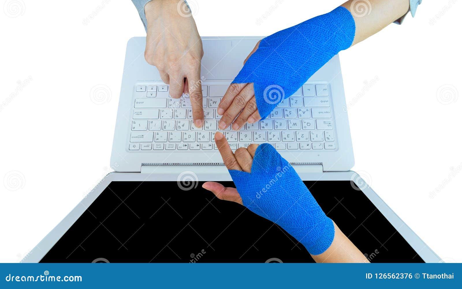 Lesión de trabajo  dolor herido de la mano de la mujer con el vendaje elástico azul o
