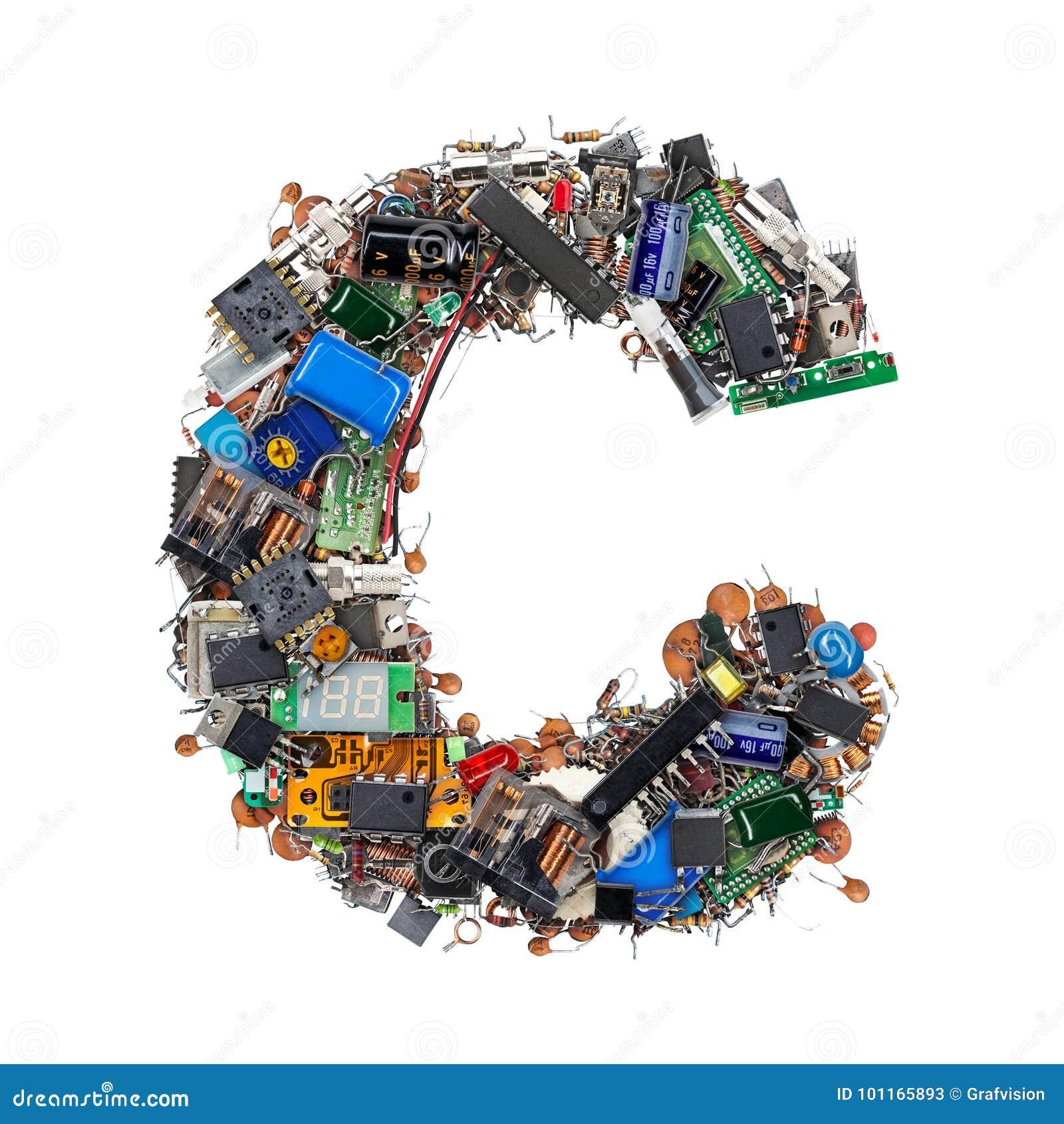 Letra C feita de componentes eletrônicos