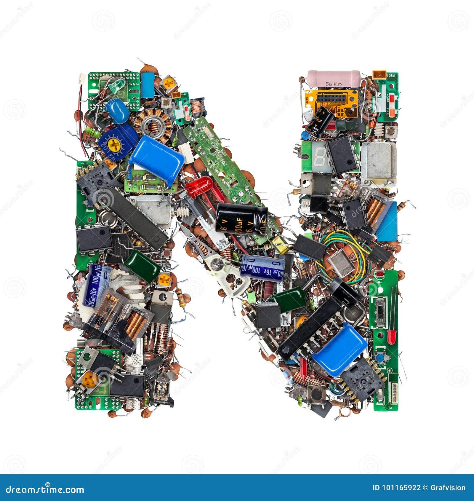 Letra N hecha de componentes electrónicos
