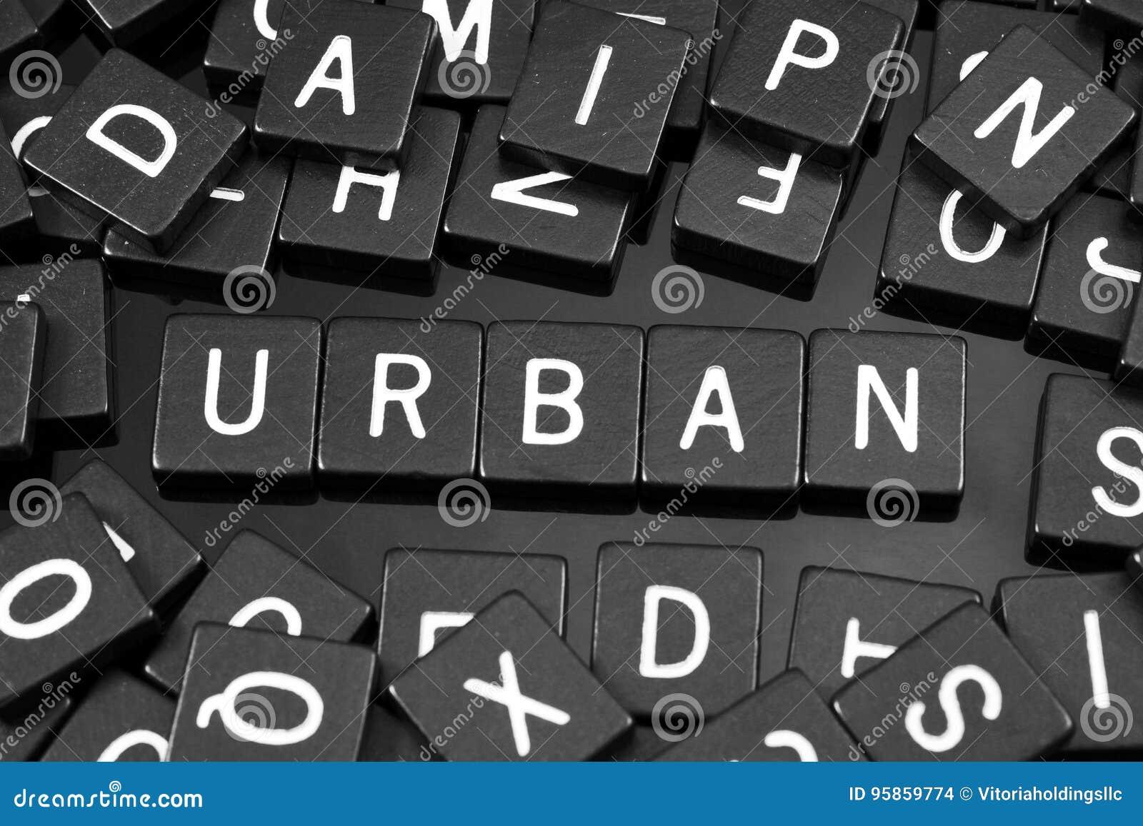 A letra preta telha a soletração da palavra & do x22; urban& x22;