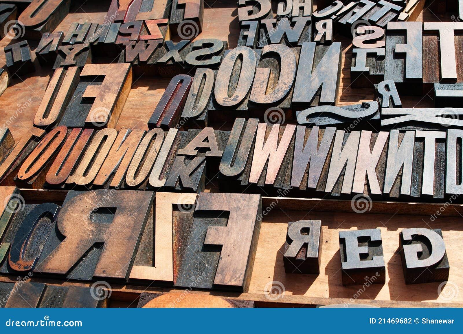 Letras de madeira da imprensa de impressão do bloco.