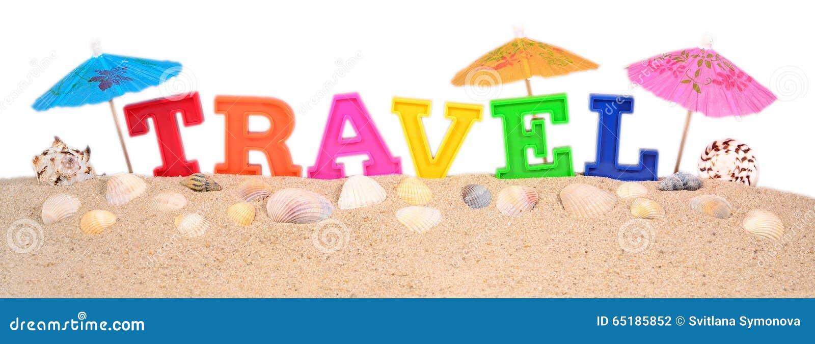 Letras del viaje en una arena de la playa en un blanco for Arena de playa precio